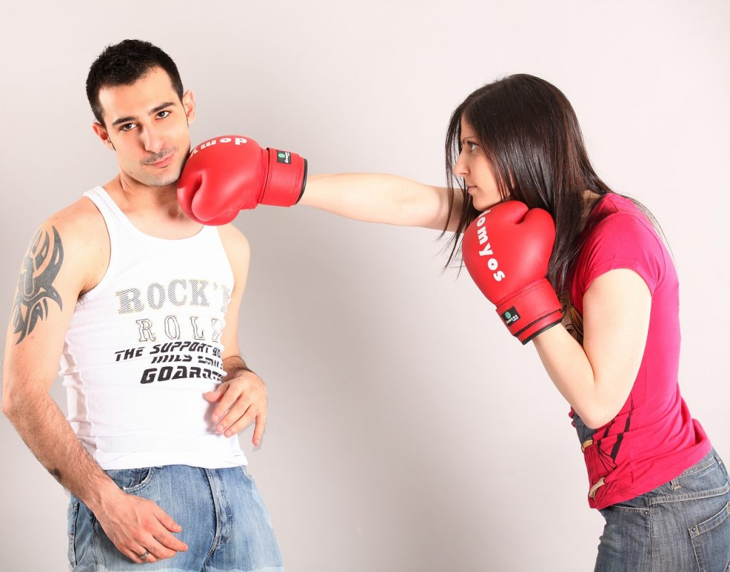 uomo e donna con problemi di coppia
